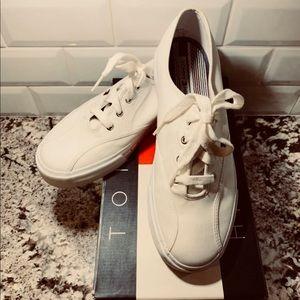 NWOT Tennis Shoes